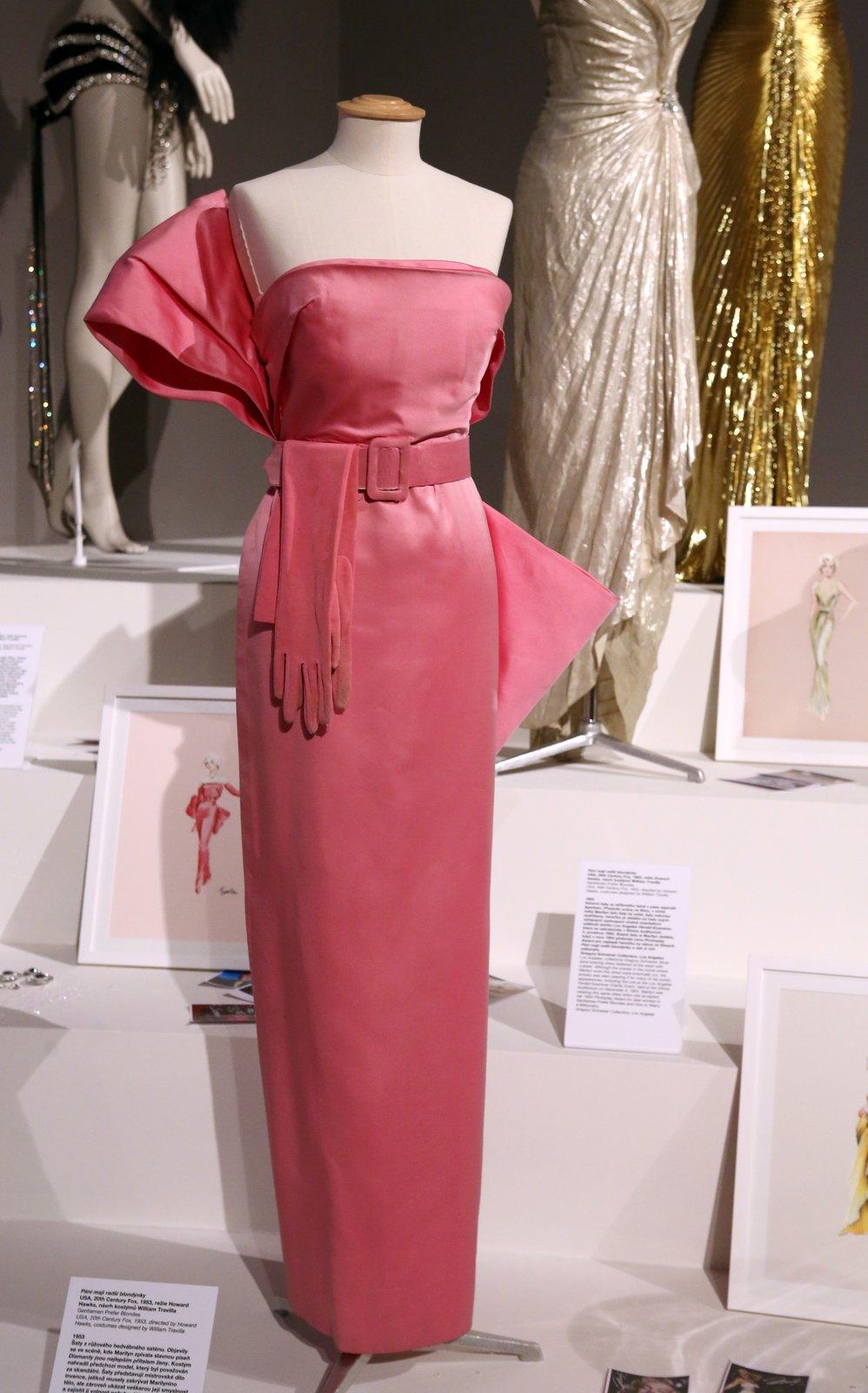 Šaty, ve kterých Marilyn zpívala píseň Diamanty jsou nejlepším přítelem ženy, musel návrhář William Travis ušít narychlo.