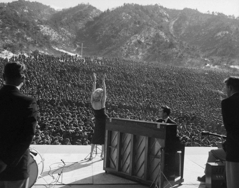 Marilyn Monroe vystoupila pro tisíce vojáků v Koreji 11. února 1954