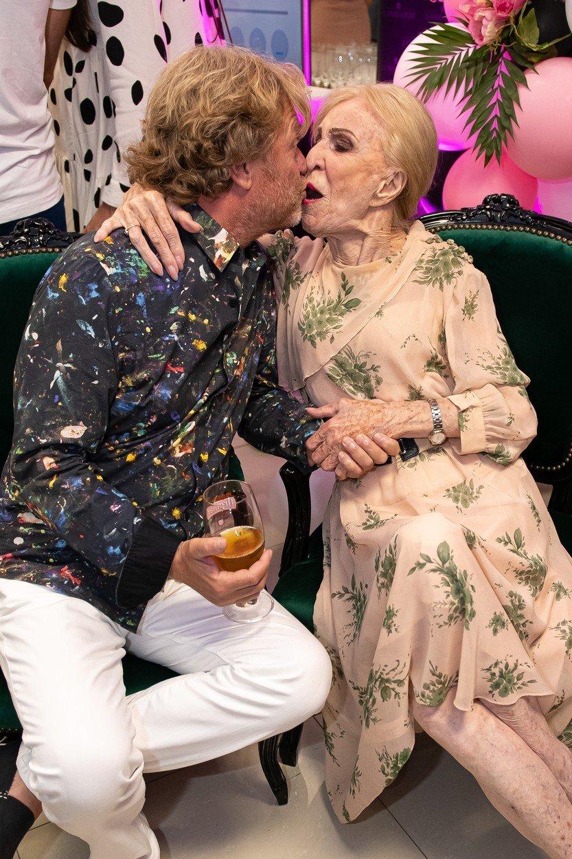 Vášnivý polibek Maroše Kramára se slovenskou herečkou Márií Kráľovičovou.