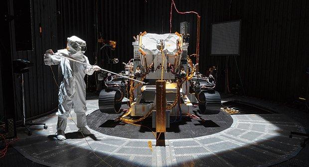 Mars 2020: Rover Perseverance vyrazil hledat život na rudé planetě