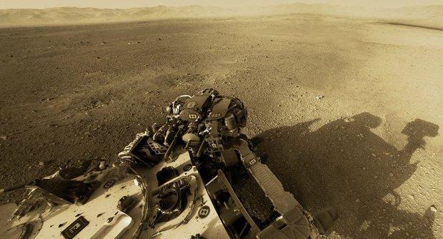 Panorama Marsu z pohledu sondy Curiosity