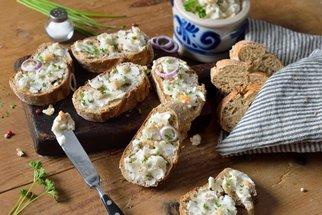 Se škvarky vykouzlíte skvělé placky, pomazánku, tyčinky i lahodné cukroví!