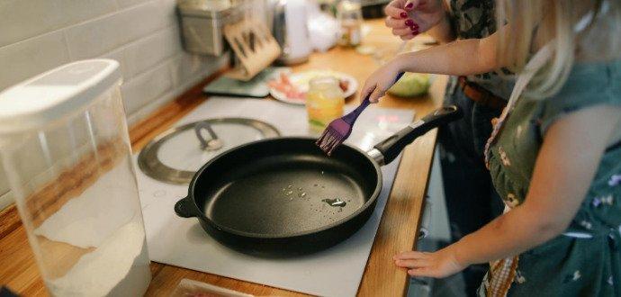 Mastné fleky na kuchyňské zdi: 4 způsoby, jak je jednoduše odstraníte