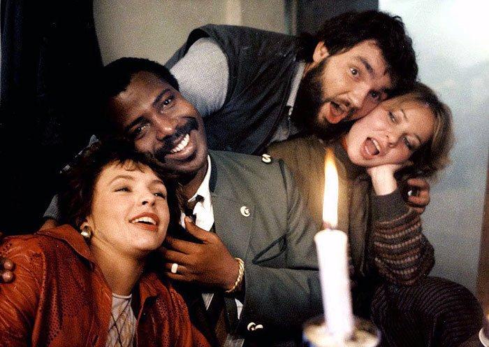 1987 Jak básníkům chutná život Parta vysokoškolských studentů... ...a Matásek jako kameraman.
