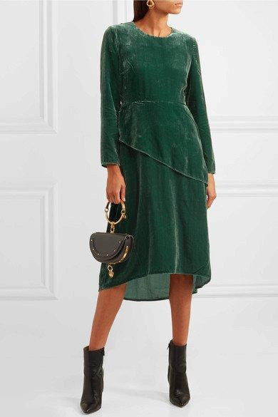 Sametové šaty, Maje, 250 eur, www.net-a-porter.com