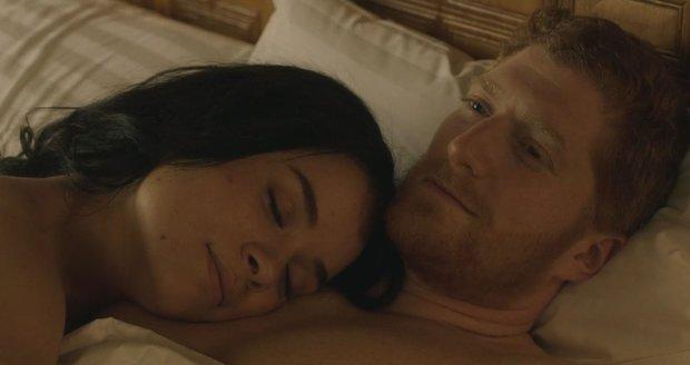 Ukázky z filmu o Meghan a Harrym