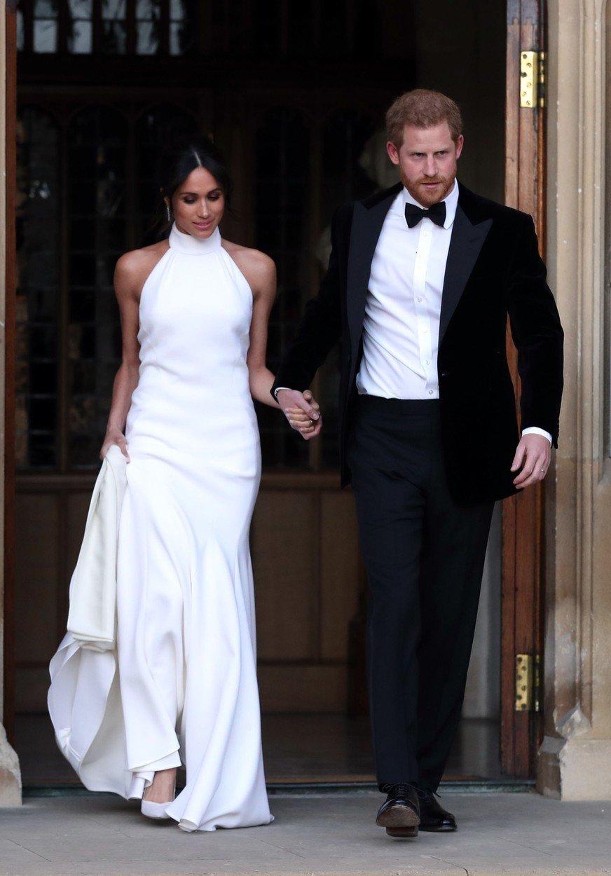 Podobné si oblékla na svůj svatební den védodkyně ze Sussexu, jež byly jejími druhými.