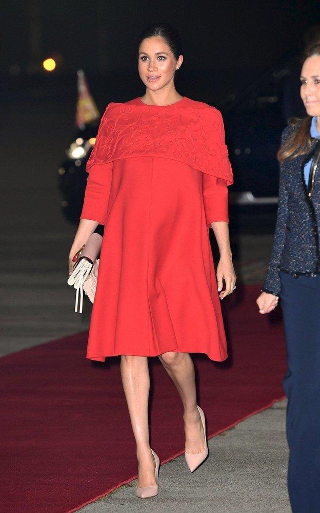 Vévodkyně Meghan v šatech Valentino