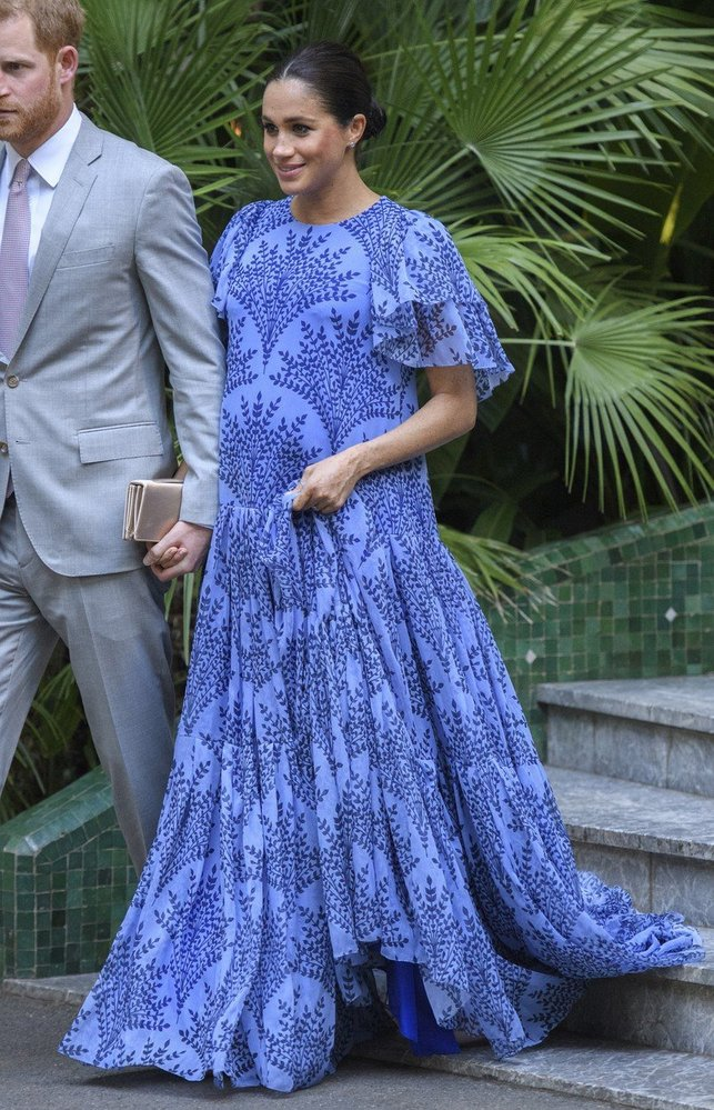 Vévodkyně v šatech Carolina Herrera