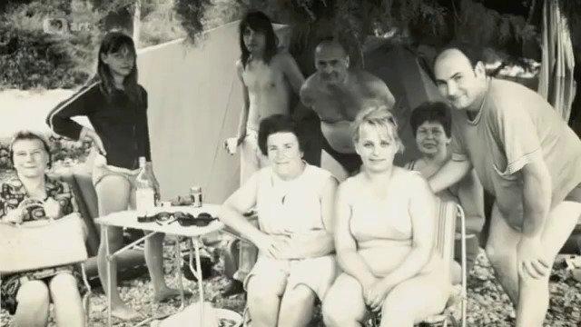 Mejla Hlavsa s Mirkou a rodinami na společné dovolené v Jugoslávii