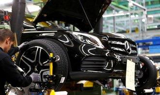 مرسدس بنز از کمبود تراشه رنج می برد.  فروش این خودروساز 30 درصد کاهش یافت