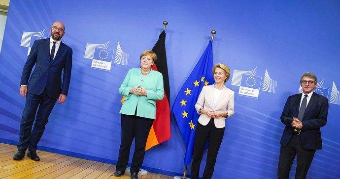 """""""Mutti Merkel"""" zažila milion uprchlíků i tvrdý dopad covidu: Milníky vlády končící kancléřky"""