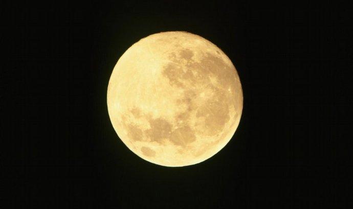 Měsíc, úplněk