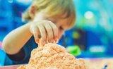 Nová zábava, kterou děti milují: vyrobte si s nimi měsíční písek