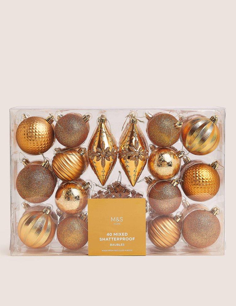 Sada zlatých ozdob na stromeček, Marks & Spencer, 499 Kč