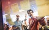 Práce na zajímavých zlepšovácích, a navíc skvělý teambuilding. To je Mall Group Hack Day