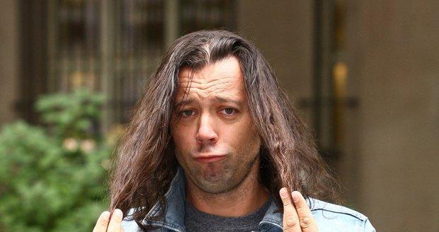 Ruda z Ostravy prohrál sázku, která ho stála dlouhé vlasy.