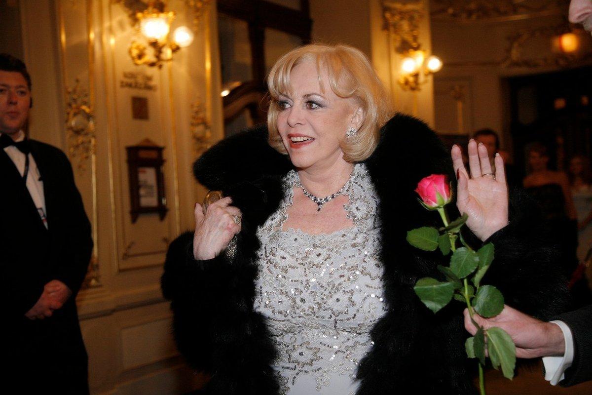 Takhle to představitelka Angeliky předvedla v roce 2010 na pražském Plese v opeře