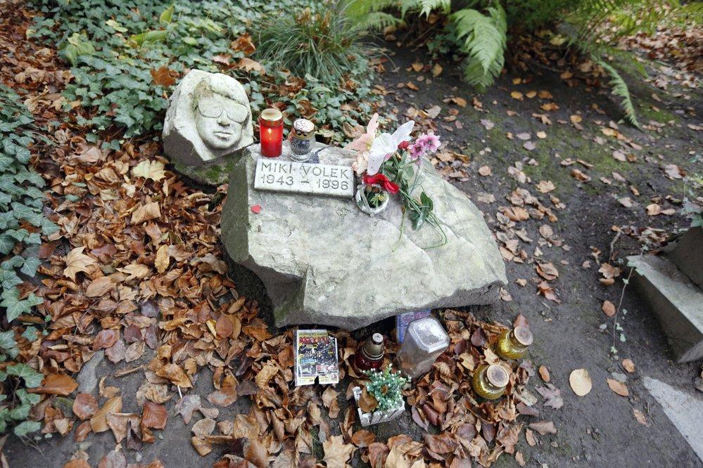 Hrob Mikiho Volka na pražských Olšanských hřbitovech