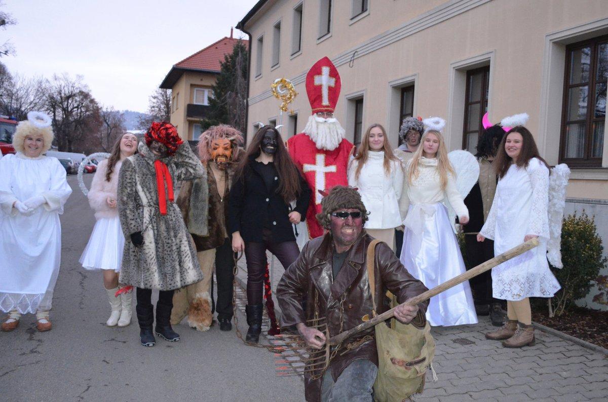 Letos přinesl Jindřich Dostál dárky i dětem zaměstnanců firmy Koma Vizovice, kde pracuje jako obchodní zástupce.