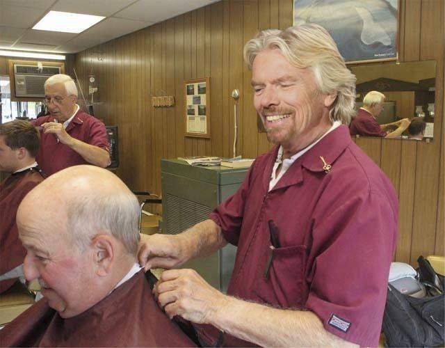 Sir Richard Branson, zakladatel značky Virgin, která zahrnuje více než 400 společností, jako kadeřník; má jmění v hodnotě 5 miliard $