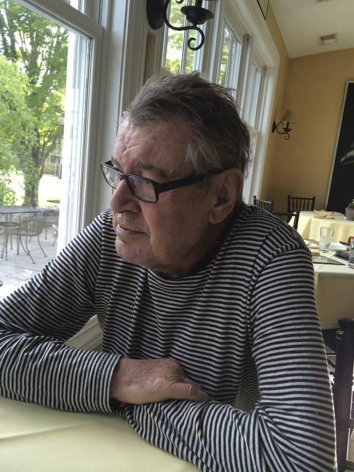Pohled Miloše Formana na poslední fotce z okna v Connecticutu je víc než výmluvný...