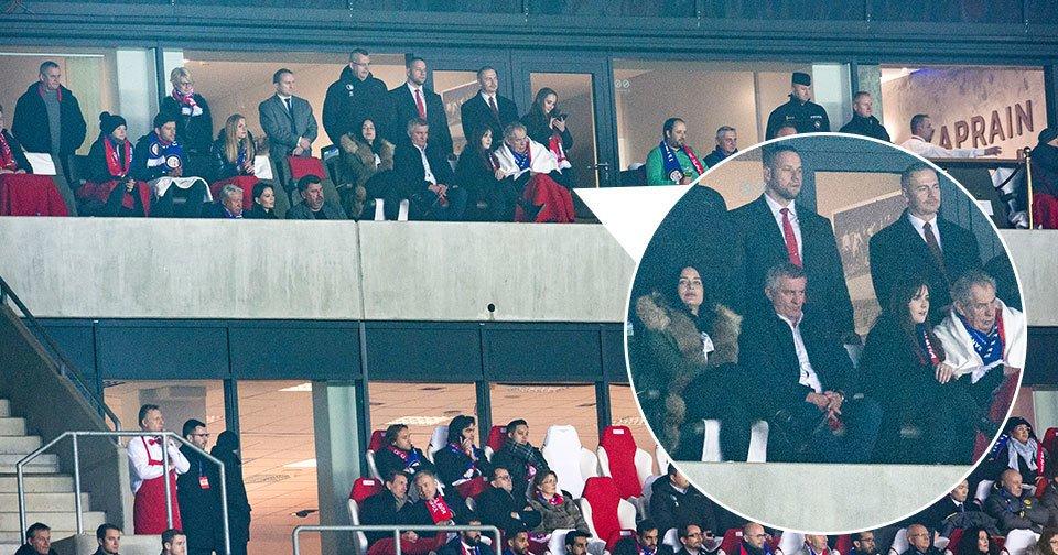 Prezident Zeman s dcerou Kate, kancléřem Vratislavem Mynářem a jeho ženou Alex vyrazili na fotbal: Na zápas Slavie s Interem Milán