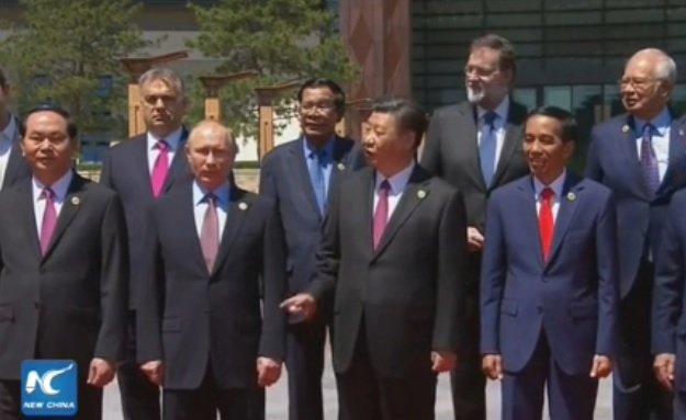 Čínské čekání na Zemana: Prezident Si Ťin-pching ukazuje do míst, kde chybí Zeman