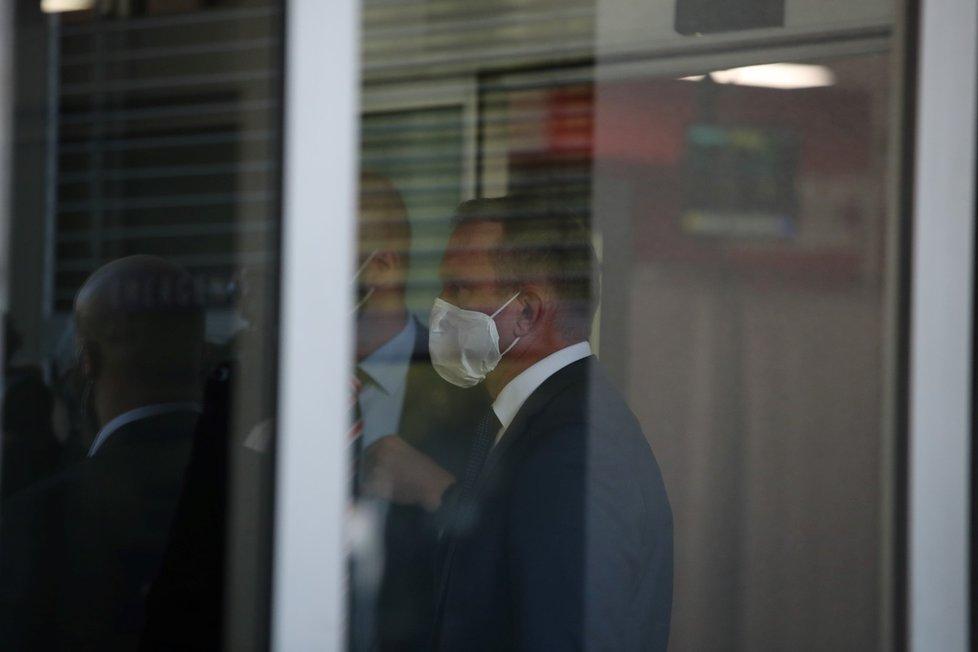Miloš Zeman byl převezen do Ústřední vojenské nemocnice.