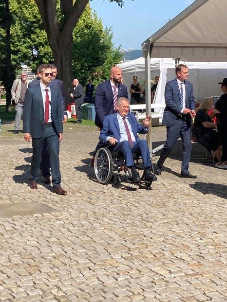 Prezident Miloš Zeman přeje exprezidentovi Václavu Klausovi k 80. narozeninám (18.6.2021)
