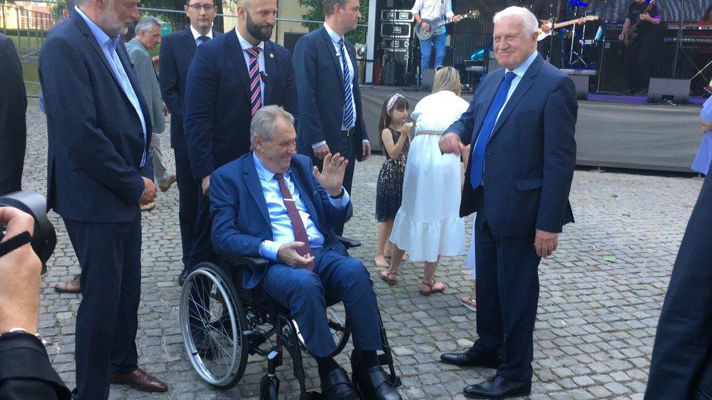 Prezident Miloš Zeman odjíždí z oslavy 80. narozenin svého předchůdce Václava Klause (18.6.2021)