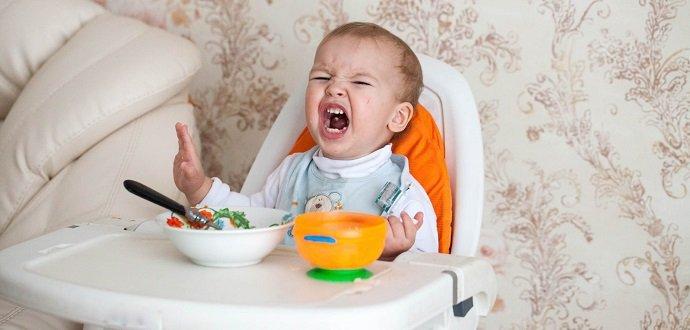 Co dělat, když dítě hystericky odmítá domácí příkrmy