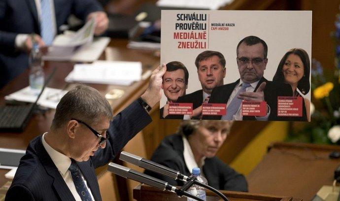 Ministr financí a předseda hnutí ANO Andrej Babiš při mimořádné schůzi Sněmovny ke kauze Čapí hnízdo