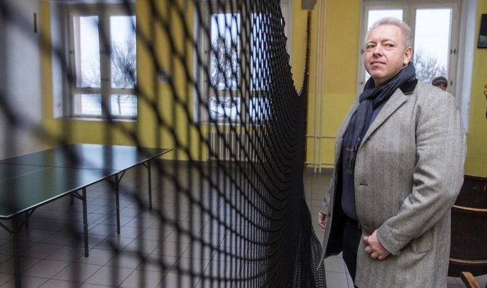Ministr vnitra Milan Chovanec v pobytovém středisku v Kostelci nad Orlicí