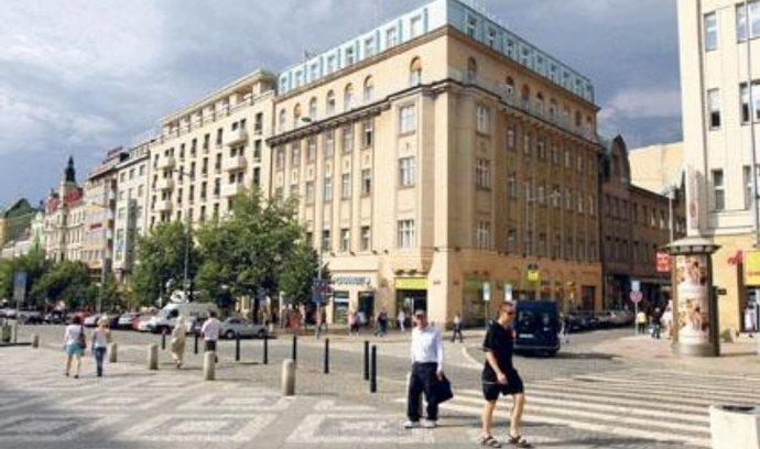 Ministrův ortel. Demolici domu na Václavském náměstí, který je součástí památkové rezervace ze seznamu kulturního dědictví UNESCO, povolil v květnu ministr kultury. Proti jeho rozhodnutí není odvolání.