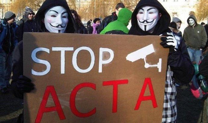 protestující proti ACTA