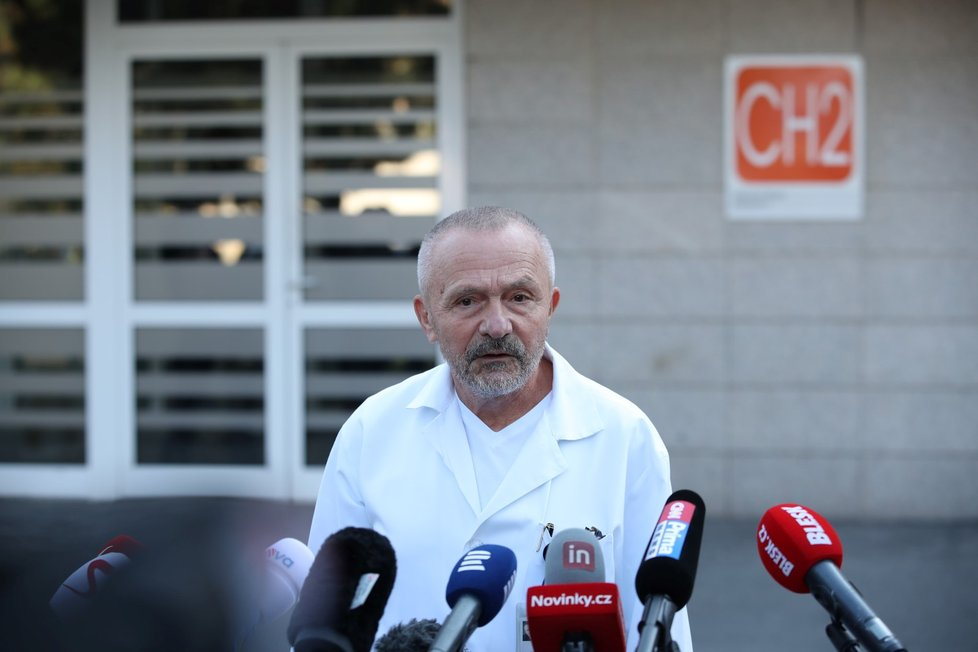 Šéf Ústřední vojenské nemocnice Miroslav Zavoral na tiskové konferenci ke zdravotnímu stavu M. Zemana (10.10.2021)