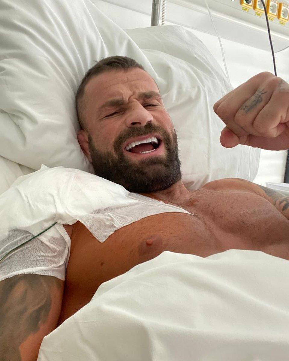 Karlos Vémola po nedávné operaci pravého ramene.