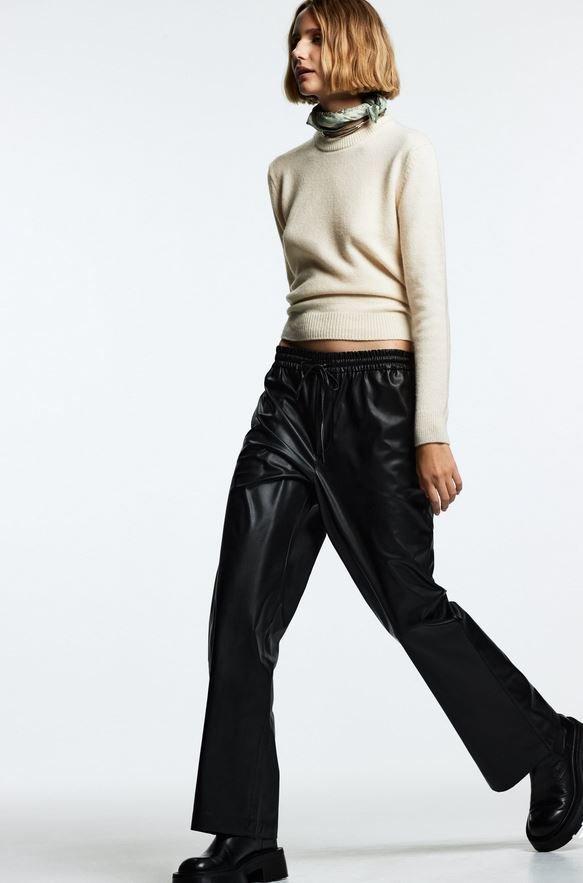 Koženkové kalhoty do gumy, Zara, 799 Kč