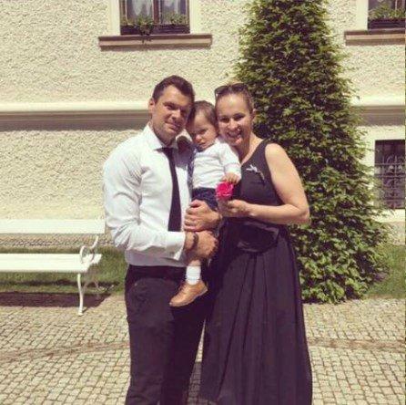 Monika Absolonová s Tomášem Hornou a jejich synem Tadeášem.