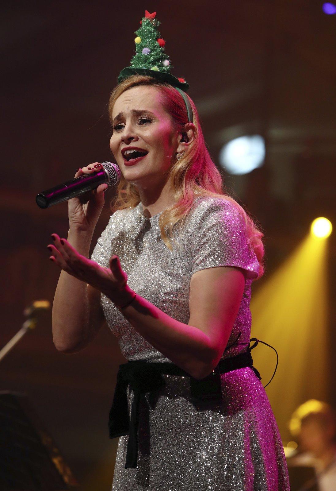 Monika Absolonová na vánočním koncertě v Lucerně.