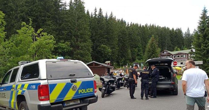 Motorkáři si udělali spanilou jízdu do hlubin Krkonoš: Správa parku jim uložila vysoké pokuty!