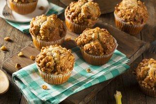 Jak upéct muffiny, po kterých se hned zapráší? Sladké i slané varianty!