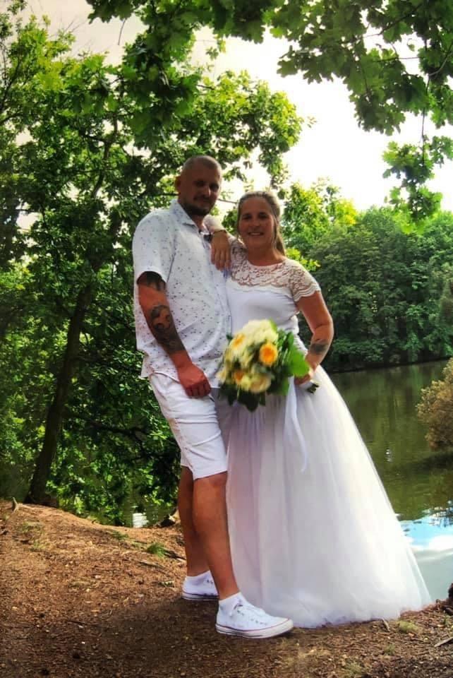 Honza Musil zveřejnil svatební fotografii dcery Lucie.