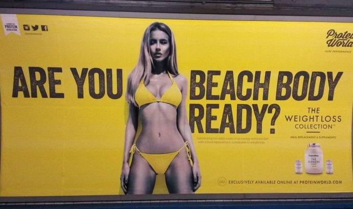 Můžete se svou postavou na pláž?
