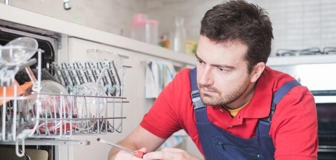 Nejčastější poruchy myček a jak je svépomocí vyřešíte