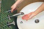 1. Opláchněte si ruce vodou