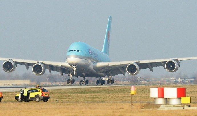 Na pražské ruzyňské letiště 14. března 2014 opět přiletěl obří Airbus A 380