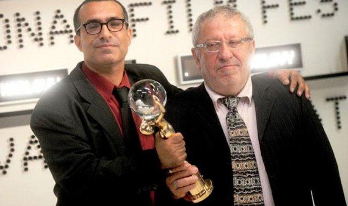 na snímku režisér vitězného filmu Restaurátor Joseph Madmony  (vlevo) ve Velkém sálu Hotelu Thermal