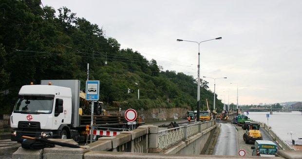 Rekonstrukce tramvajové trati na Nábřeží Edvarda Beneše (31. srpna 2021)